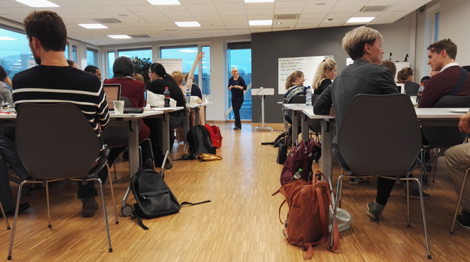 More than 40 young scientists were attending the practical Pitch Your PhD-workshop on November 4th. Coach and actress Torunn Meyer were leading the sessions on how to present your research better.  (Foto: Oslotech)